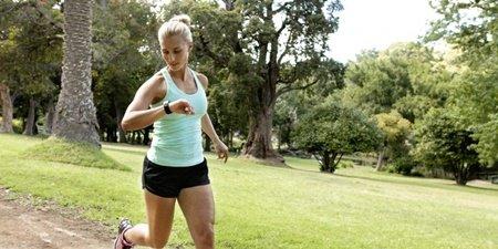 Runner3 Black Green Running Left 800x400 1 걷기 운동 효과 5가지 : 걸으면 칼로리 얼마나 태울수 있을까?