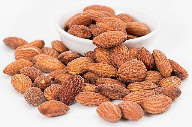 almonds 1768792 640 벌크업 하는 4가지 방법 , 멸치에서 캡틴아메리카로
