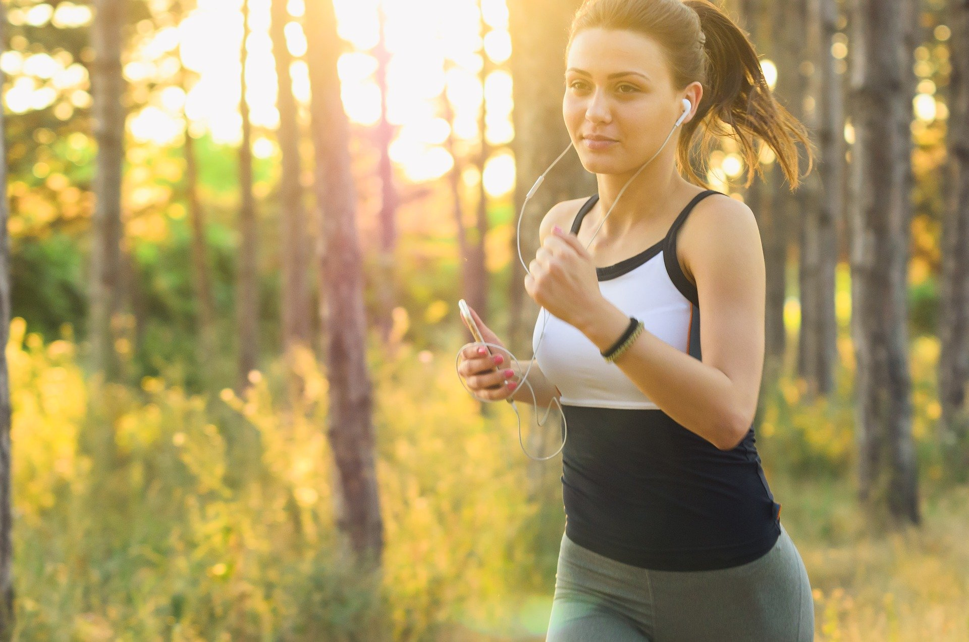 woman 2592247 1920 걷기 VS 달리기 : 진정한 승자는 누구일까?