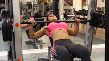 스미스머신 장점 가슴운동루틴 : 예쁜 가슴 만들기(+훈련법)
